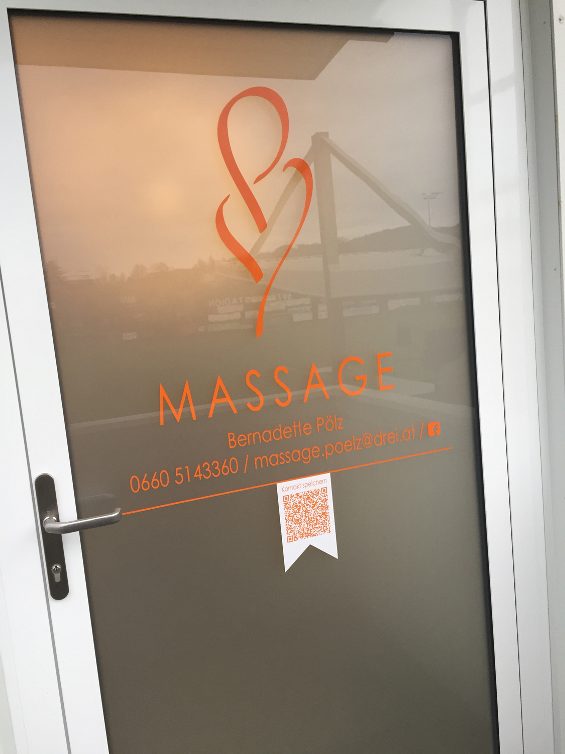 Massage-Poelz-Eingangstuer